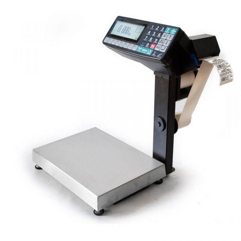 Клавиатура весов и дисплей оператора с целью эргономики размещены внизу, так что оператору удобно вводить номер plu товара.